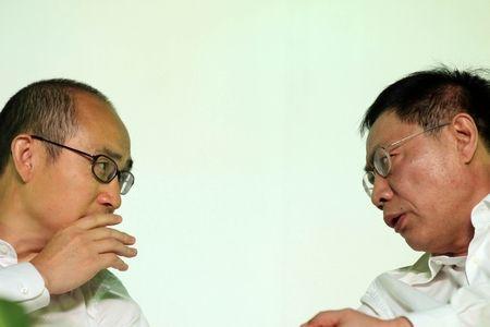 潘石屹任志强两人对于多数地产观点意见全不统一,只是不管出于何种理由,他们都认为今年的中国房价将会下降。