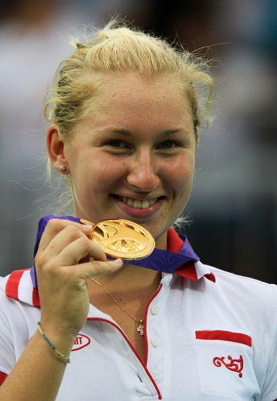 加夫里洛娃展示金牌