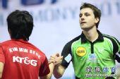 图文:中乒赛男单第二轮赛况 波尔于对方握手