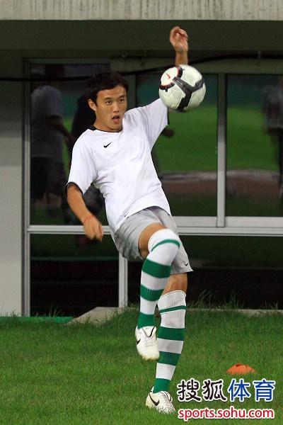 图文:[中超]绿城备战泰达 球员在训练中