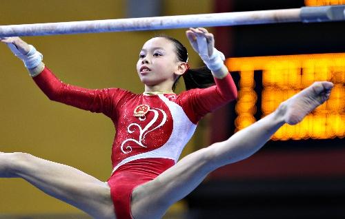 图文:青奥女子高低杠决赛