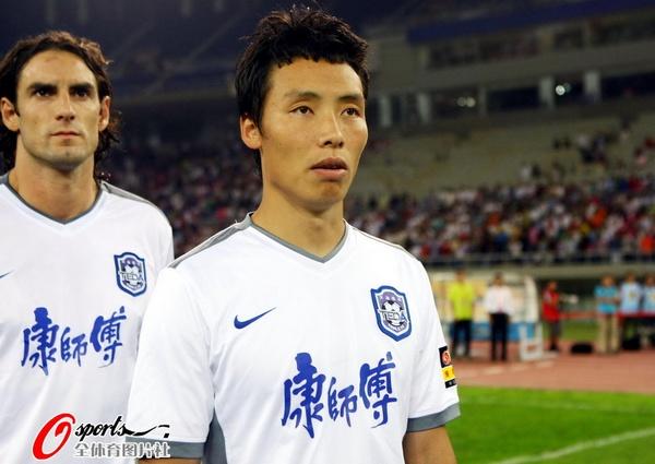 图文:[中超]天津VS杭州 精神抖擞