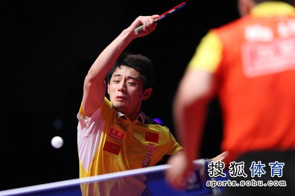 图文:中国乒乓球赛男单决赛 张继科挥拍扣杀