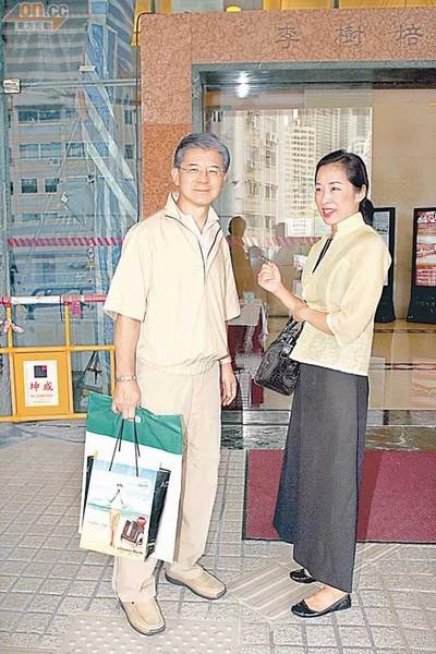 朱玲玲与丈夫罗康瑞_朱玲玲罗康瑞夫妇意外现身医院 自称替人拿报告-搜狐娱乐