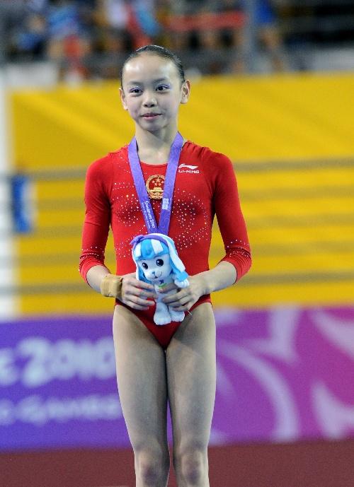 当日,在新加坡举行的首届青少年奥运会体操单项女子平衡木决赛中,中国