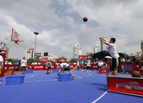 """六人排球全场站位图-搜狐体育讯 由匹克体育呈现的""""篮行天下,随星所悦""""NBA篮球大篷"""