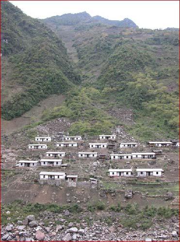 易发生滑坡泥石流灾害的居民区 供图