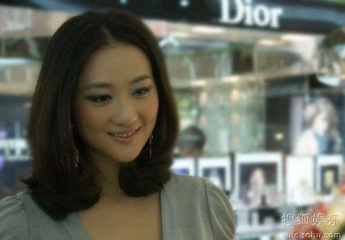 男童和熟女性交视频_李玥拍美容大片 妆容清丽熟女范儿十足