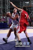 图文:青奥会男篮塞尔维亚夺冠  选择投球时机