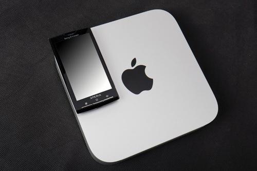 2010款Mac Mini和索爱X10大小对比