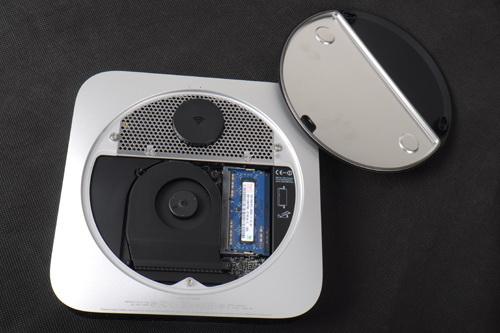 代开底盖后,可以看到设计非常严密的Mac Mini的内部构造