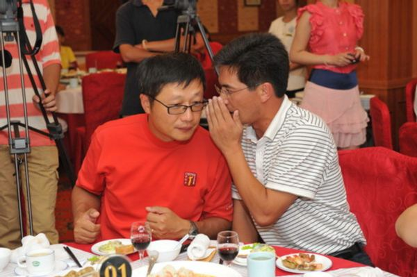 图文:职业锦标赛烟台站 黄韦翰和吕玉峰