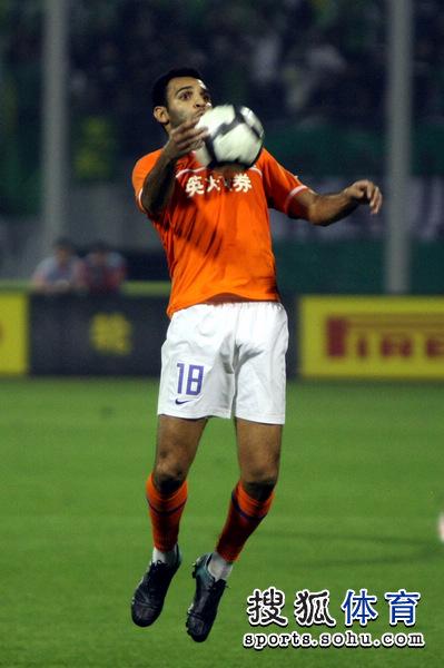 图文:[中超]山东1-0北京 安塔尔停球