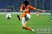 图文:[中超]山东1-0北京 李金羽起脚
