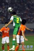 图文:[中超]山东1-0北京 郎征争顶