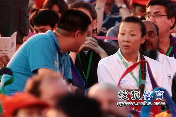 冯坤接受记者采访