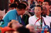图文:首届青奥会圆满闭幕 冯坤接受记者采访