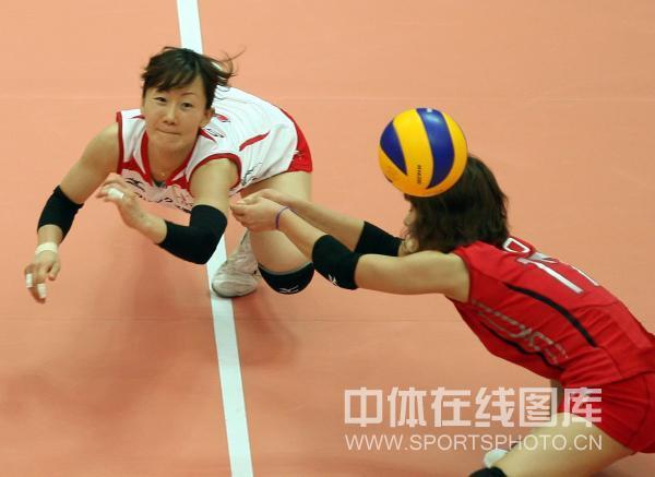 图文:日本女排3-2意大利 日本队顽强一面
