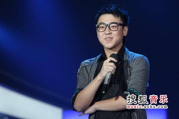 """2010快乐男声5进4_谭杰希高晓松""""一笑泯恩仇"""" 刘心收获生日大礼-搜狐音乐"""