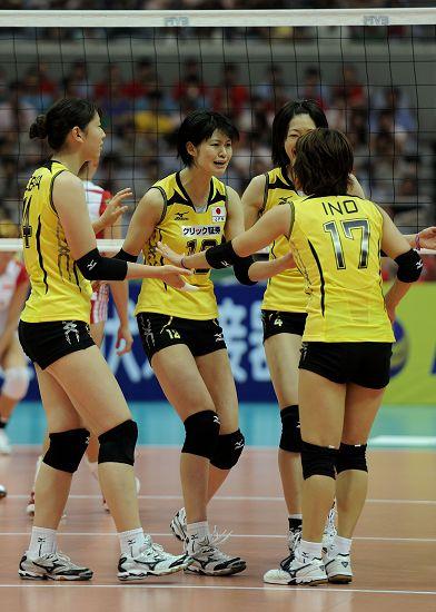图文:日本女排1-3波兰 日本队庆祝得分