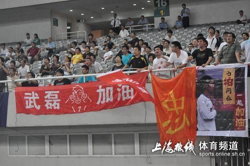 图文:[中甲]东亚4-1中邦 为柏佳骏助阵