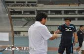 图文:[中甲]东亚4-1中邦 范志毅申思握手