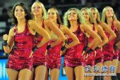 图文:世锦赛中国首战不敌希腊 拉拉队性感热舞