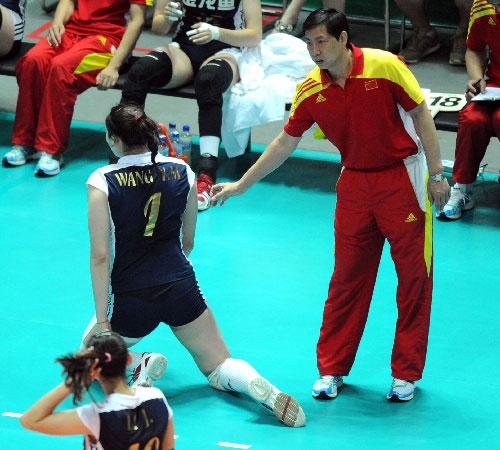 王宝泉:赶紧起来,现在还不是咱弯腰屈膝的时候