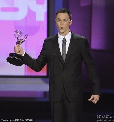 """《生活大爆炸》中""""谢耳朵""""的吉姆-帕森斯获得喜剧类最佳男主角奖"""