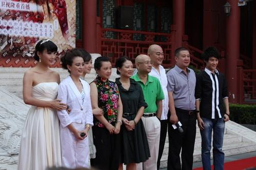 新老版《红楼梦》相对应角色演员(右二:华录百纳罗总)