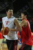 图文:[男篮世锦赛]中国备战波多黎各 王治郅1