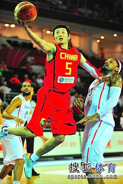 图文:男篮世锦赛精选 刘炜上篮