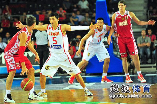 图文:世锦赛中国VS俄罗斯 刘炜防守