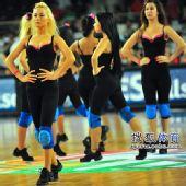 图文:[男篮世锦赛]中国负俄罗斯 美女身材完美