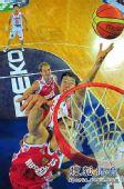 图文:[男篮世锦赛]中国负俄罗斯 大郅强势上篮