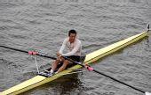 图文:水运会赛艇比赛 康伟在单人双桨的比赛中