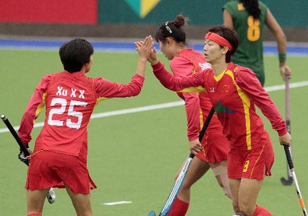 组图:女曲世界杯中国攻势如潮 队员击掌庆进球