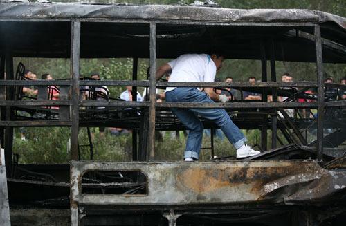 长春17死车祸烧焦尸体难分辨 客车涉嫌严重超员