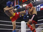 图文:俄选手搏击低踢67公斤级赛夺冠 起腿瞬间