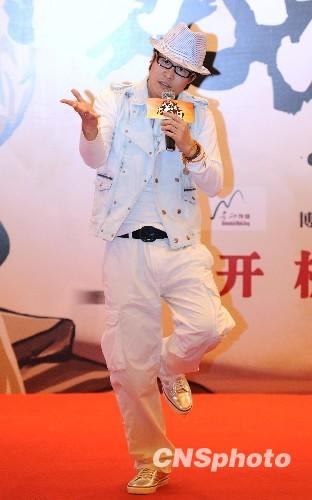 4月12日,赵本山首次投拍电影《大笑江湖》在北京举办了盛大的开机发布会。中新社发 李学仕 摄