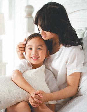 小小彬和彬妈合拍广告片,展露笑颜