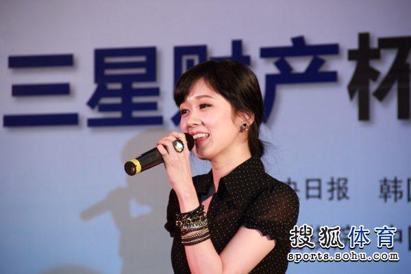 张娜拉现场献唱