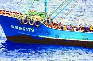 """昨日,读卖新闻网公布了中国被撞渔船""""闽晋渔5179号""""的照片。"""
