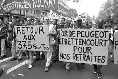 法国民众走上街头抗议萨科齐计划