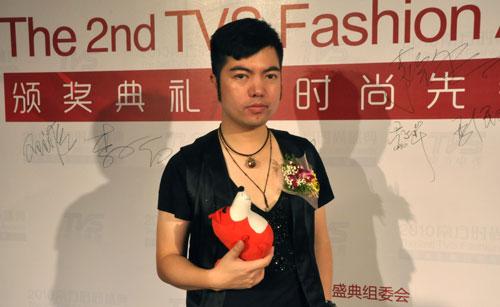 搜狐专访中国著名设计师祈刚