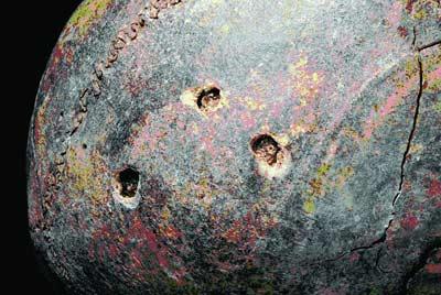 """""""小巨人""""头顶上有3个钻孔 陕西考古研究院供图"""