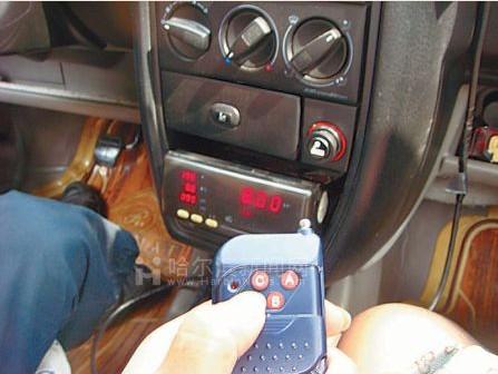 按下遥控器上任何一个按钮即可操控里程和价格