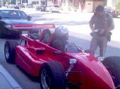 阿泰街头开方程式赛车 警察不忍处罚放行