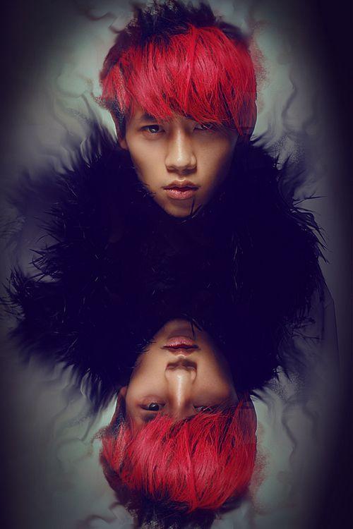 红发黑羽搭配夺人眼球
