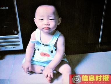 因烫伤入院的黄梓庭刚满周岁,这是家人上个月为他拍摄的照片。(照片由家属提供)
